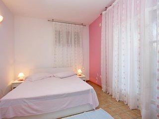 Two bedroom apartment Puntinak, Brač (A-718-c)