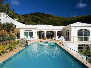 Waterfall! Beautiful Views! Pool! Hot Tub!