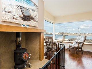Ael Y Bryn, Dramatic Sea Views from every window, perfect location, woodburner