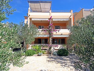 Two bedroom apartment Zaboric, Sibenik (A-468-a)