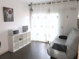 EST.MAR 3-2Studio situated on the center of Roses, only to 50 mts from the beach