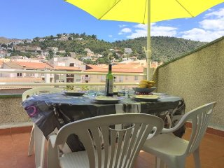 NOR3H- 2 bedrooms apartment located on the center of Roses with private parking