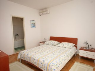 One bedroom apartment Jelsa, Hvar (A-2059-b)