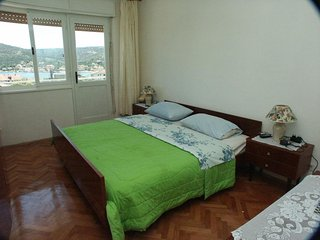 Two bedroom apartment Vinisce, Trogir (A-1165-c)