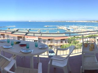 RET 3 bedroom apartment with sea views and private garage in the Roses port area