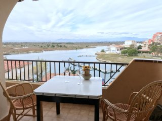ROM1 Bedroom apartment with private parking and marina's view in Santa Margarita