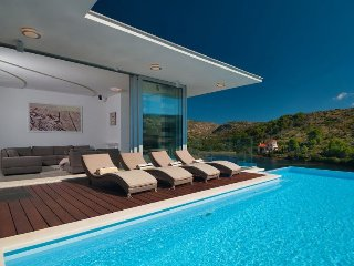 Villa Beauty Brac – Modern sea front pool villa in a quiet bay, Bobovisca, Brac
