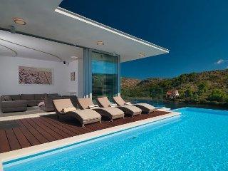 Villa Beauty Brac – Modern sea front pool villa in a quiet bay, Bobovisca, Brac
