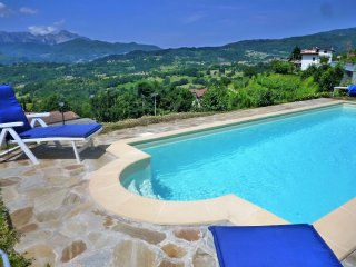 Montepigoli, private pool, stunning views, walk to restaurants/village,WIFI,