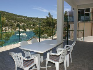 Baselovici Apartment Sleeps 4 with WiFi - 5462492