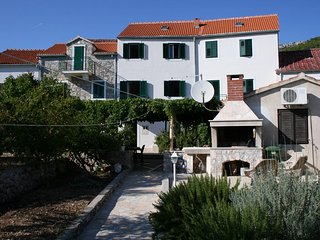One bedroom apartment Bol, Brač (A-4659-b)