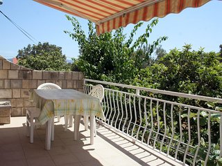 Sreser Apartment Sleeps 11 with Air Con and WiFi - 5463090
