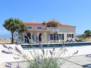 Beautiful villa with private pool close to city center & Zrce beach