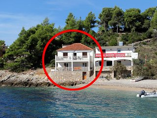 Three bedroom apartment Cove Tvrdni Dolac bay - Tvrdni Dolac (Hvar) (A-2997-a)