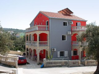 Two bedroom apartment Vinisce (Trogir) (A-4886-a)