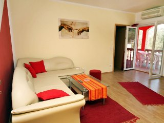 Two bedroom apartment Vinisce, Trogir (A-4886-b)