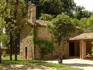 Majestic historical Villa in the hills of the Marche