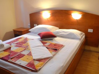 Two bedroom apartment Supetarska Draga - Donja, Rab (A-2019-d)