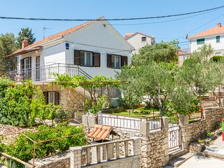Apartments Toni Milna Brac