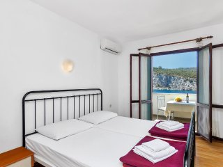 Studio flat Pokrivenik, Hvar (AS-5231-b)