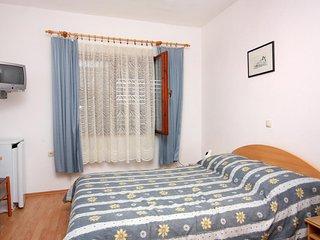 Room Vrbnik, Krk (S-5301-a)