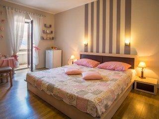 Room Vrbnik, Krk (S-5302-a)