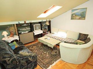 One bedroom apartment Novi Vinodolski (A-5582-b)