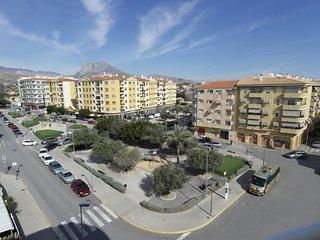 Amplio y soleado apartamento a 5 min. de la playa con vistas a la montaña