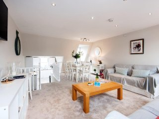 The Stephendale Road Townhouse - SL