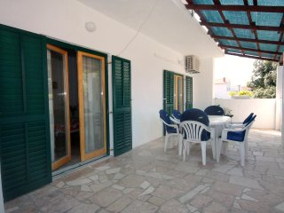 Mirca Apartment Sleeps 6 with Air Con and WiFi - 5464665