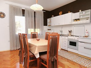 Selce Apartment Sleeps 4 with Air Con - 5464435