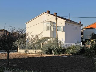 Kastel Gomilica Apartment Sleeps 9 with Air Con and WiFi - 5465305