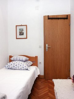 Bedroom 3, Surface: 6 m²