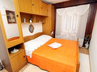 Pucisca Apartment Sleeps 3 with Air Con - 5459763