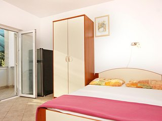Diklo Apartment Sleeps 2 with Air Con - 5464904