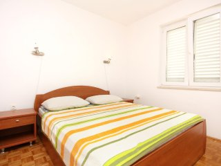 Diklo Apartment Sleeps 4 with Air Con - 5464907