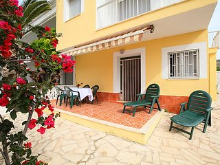 2 bedroom Apartment with Walk to Beach & Shops - 5044295