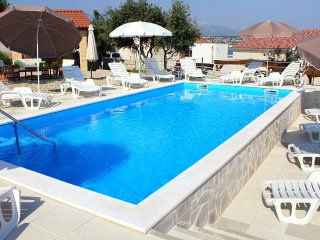 Cosino Apartment Sleeps 4 with Pool and Air Con - 5465451