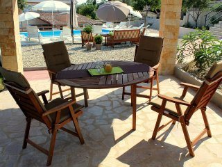Cosino Apartment Sleeps 4 with Pool and Air Con - 5465447