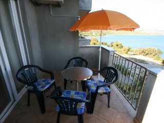 Cosino Apartment Sleeps 4 with Pool and Air Con - 5465444