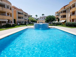 2 bedroom Apartment with Pool, WiFi and Walk to Beach & Shops - 5801988