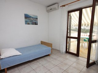One bedroom apartment Metajna, Pag (A-6423-c)