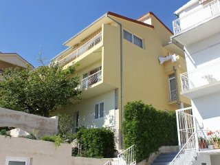 Three bedroom apartment Makarska (A-6767-a)