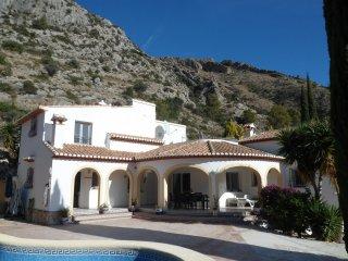 Villa Rosa, Family holiday villa, Sleeps 9. Jalon valley