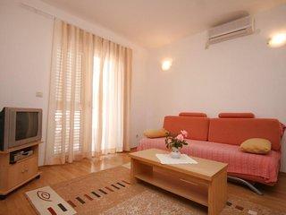 Two bedroom apartment Makarska (A-6640-b)