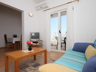 Two bedroom apartment Makarska (A-6640-c)