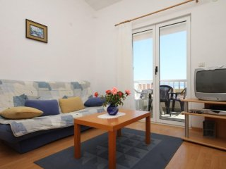 Two bedroom apartment Makarska (A-6640-d)