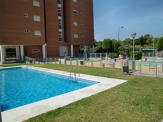 4 bedroom Apartment with Pool, Air Con and Walk to Shops - 5177893