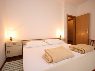 Pag Apartment Sleeps 5 - 5465685