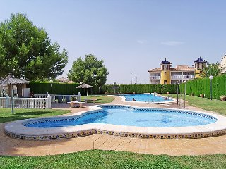 2 bedroom Apartment with Pool and Walk to Shops - 5802060